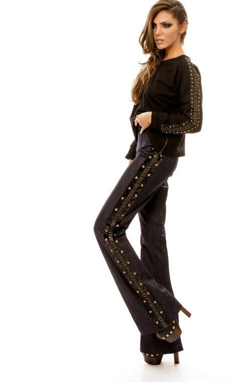 Jeans Strech Evazat Cu Accesorii Metalice